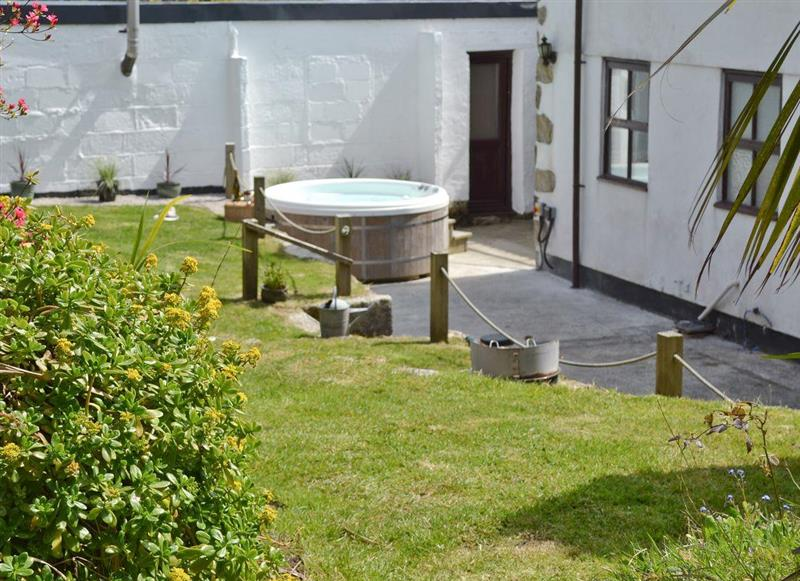 Caddys Corner Farm Lodges - The Farmhouse, Carnmenellis, nr. Falmouth - Cornwall