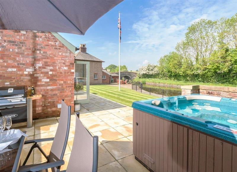 Garden and hot tub at Canal View, Tetchill near Ellesmere