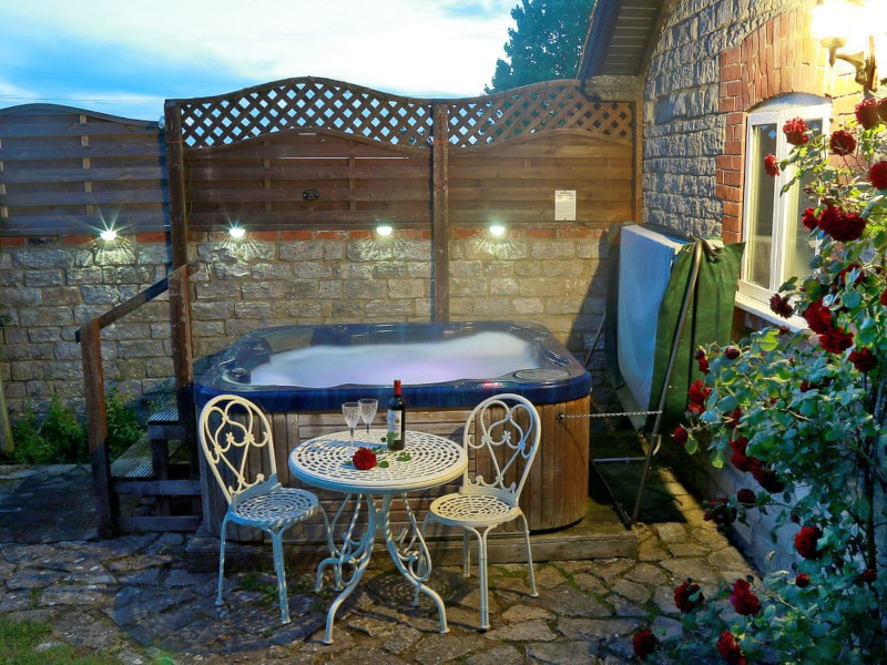 Midknowle Farm Cottages - The Cottage, South Barrow, nr. Yeovil - Somerset