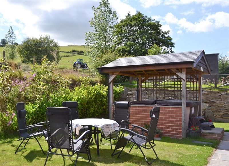 Mill Farm Holiday Cottages - Mill Farm Lodge, Heyope, nr. Knighton - Powys