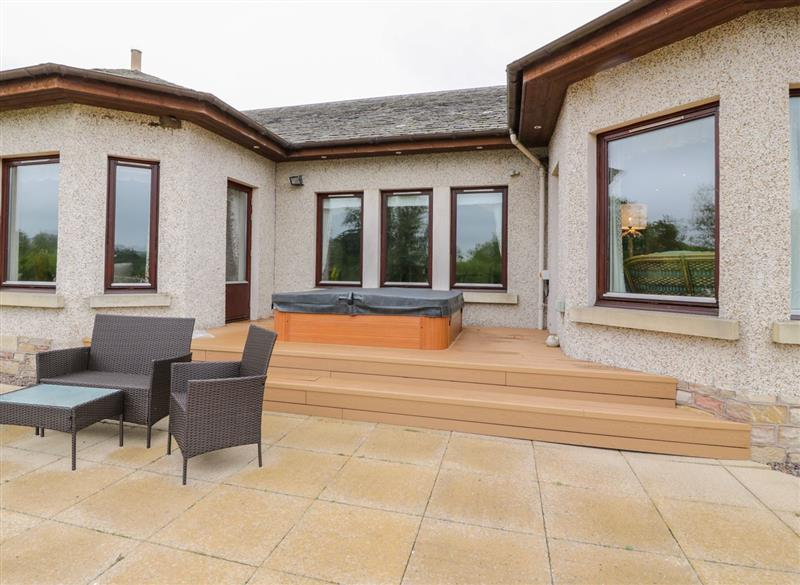 Garden and outdoor hot tub at Sevenacres, Ednam near Kelso