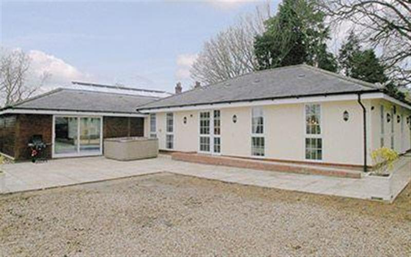 Raynham Cottages - Lavender Lodge, South Raynham, Fakenham, Norfolk. - Great Britain
