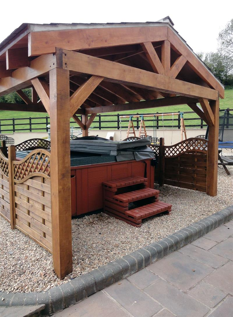 Hot tub at Lower Wadden Farmhouse and Annexe, Southleigh