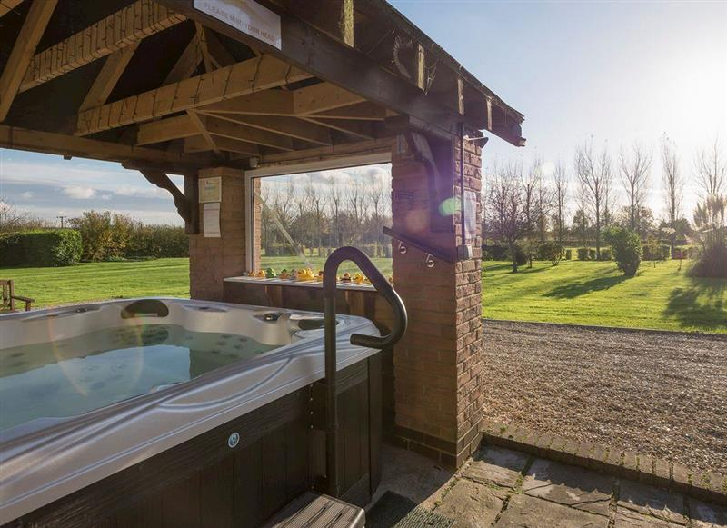 Treetops Cottages & Spa - Oak, Grasby, near Caistor - Lincolnshire