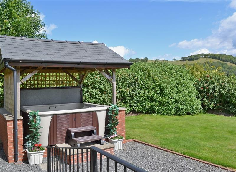 Mill Farm Holiday Cottages - Red Kite Cottage, Heyope, nr. Knighton - Powys