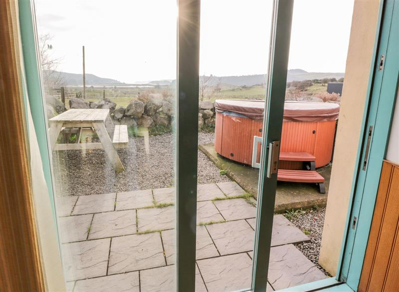 Hot tub at Vista Cottage, Dalbeattie