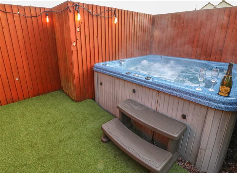 Outdoor hot tub at Rose Cottage, Forsbrook
